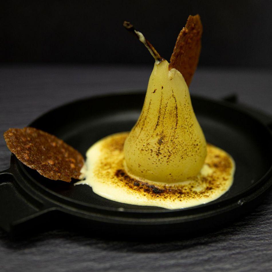 Gepocheerde peren met amandel kletskop en sabayon